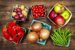 Marknadsföra frukter och grönsaker Fotografering för Bildbyråer