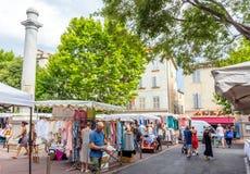 Marknadsfyrkant i Antibes den gamla staden, Frankrike royaltyfri fotografi