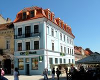 Marknadsfyrkant i Brasov (Kronstadt), Transilvania, Rumänien Royaltyfri Foto