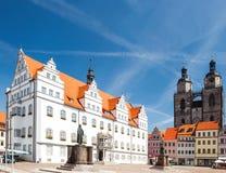 Marknadsfyrkant i den Wittenberg monumentet av Martin Luther royaltyfria foton