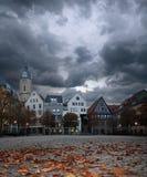 Marknadsfyrkant i historisk tysk town arkivfoto