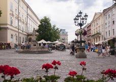Marknadsfyrkant i Lviv Ukraina Royaltyfri Bild