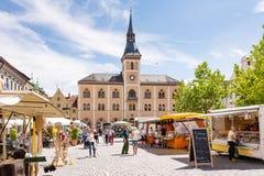 Marknadsfyrkant i Pfaffenhofen arkivbilder