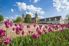 Marknadsfyrkanten med kyrkan för historisk stad i Freudenstadt royaltyfri bild