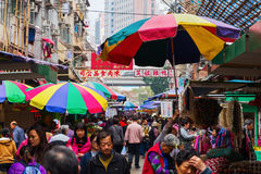 Marknadsgata i Kowloon, Hong Kong Arkivbilder