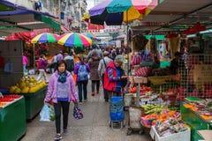 Marknadsgata i Kowloon, Hong Kong Royaltyfria Bilder
