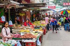Marknadsgata i Kowloon, Hong Kong Arkivbild