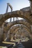 Marknadsplats av Smyrna med kolonner från det 4th århundradet F. KR. Izmir Turkiet 2014 Arkivfoto