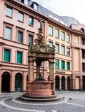 Marknadsspringbrunn på den Mainz marknadsfyrkanten royaltyfri foto
