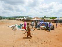 Marknadsställe i Tanzania den lilla byn Arkivfoton