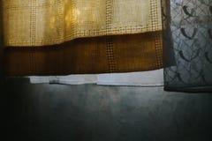 Markotny życie żółta zasłona wciąż i drapuje na sypialni okno fotografia royalty free