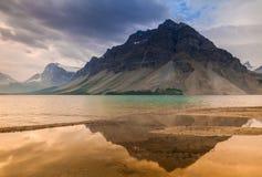 Markotny ranek przy Łęk jeziorem w Banff parku narodowym, Alberta Obraz Stock