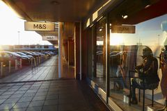 Marks and Spencer - αναδρομικά φωτισμένο ηλιοβασίλεμα Στοκ φωτογραφίες με δικαίωμα ελεύθερης χρήσης