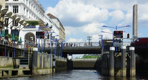 Markstein Hamburg - Säulengänge auf der Stadt Hall Square Lizenzfreie Stockfotos