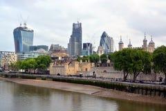 Markstein-London-Gebäude einschließlich den Tower von London u. die Handhabung am Boden Lizenzfreie Stockbilder