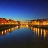Markstein Ponte Vecchio auf Sonnenuntergang, alte Brücke, der Arno-Fluss in Flor Stockfotografie
