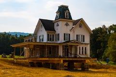 Markstein-viktorianisches Haus bewegt lizenzfreie stockbilder