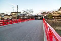 Markstein von Takayama, rote Brücke Lizenzfreies Stockbild