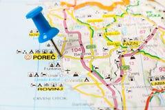Marksteine auf Karte von Kroatien: Porech Stockbild