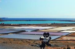 Marksteine von Lanzarote - Salinas de Janubio, Hauptsalz productio Stockbilder