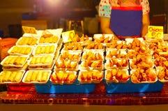 Markt der Meeresfrüchte am Freitag Abend im Dorf des Fischers, Thailand Stockbild