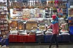 Markt des Zubehörs, der Andenken und des Schmucks auf Malioboro-Straße Lizenzfreies Stockbild