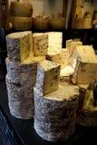 Markt: handgemachte feinschmeckerische Käse Lizenzfreies Stockbild