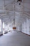 Markt-Kolonnade (Karlovy unterscheiden sich, Tschechische Republik) stockbilder