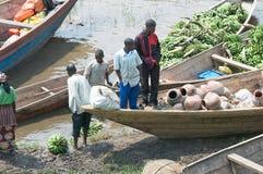 Markt langs de banken van meer Kivu stock afbeelding