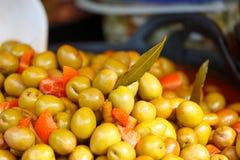 Markt marinierte Oliven Stockbilder