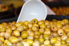Markt marinierte Oliven Lizenzfreie Stockbilder