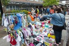 Markt mit benutztem Produkt auf kingsday Holland Stockfotos