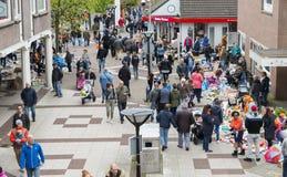 Markt mit benutztem Produkt auf kingsday Holland Stockbilder