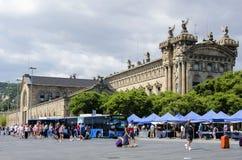 Markt nahe Aduana-Gebäude in Barcelona Stockbilder