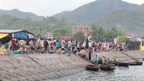 Markt op het strand op de kade stock videobeelden