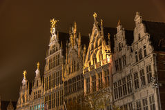 Markt-Quadrat Antwerpen bis zum Nacht Stockfotos