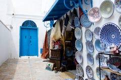 Markt traditionele herinneringen op de straten van Sidi Bou Said, Turkije Royalty-vrije Stock Afbeeldingen