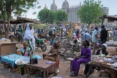Markt vor theGreat Moschee von Djenne, Mali Lizenzfreie Stockbilder