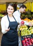 Marktarbeiders met assortiment Royalty-vrije Stock Foto's