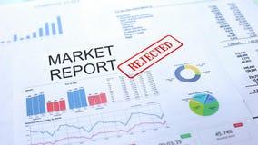 Marktbericht zurückgewiesen, Dichtung gestempelt auf amtlicher Urkunde, Geschäftsprojekt stockfotografie
