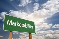 Marktfähigkeits-grünes Verkehrsschild Stockfotos
