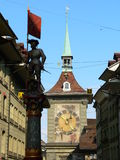 Marktgasse, Bern ( Schweiz ). Marktgasse street with the Schützenbrunnen fountain and the western clockface of  the Zytglogge in Bern (Switzerland Stock Photography