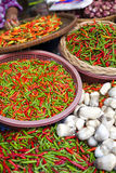 Marktkraam met chillis Stock Fotografie