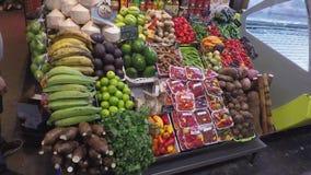 Marktkraamhoogtepunt van Vruchten en Groenten stock video