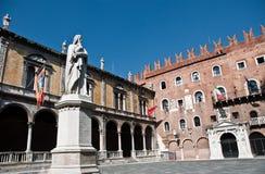 Marktplatz Dante in Verona Lizenzfreie Stockfotos