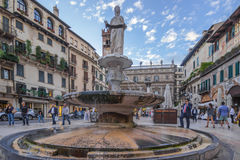 Marktplatz delle Erbe Verona Stockfotos