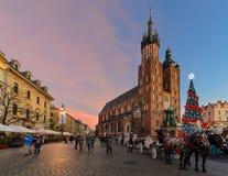 Marktplatz der alten Stadt in Krakau verzierte durch das christm Lizenzfreie Stockfotos