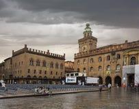 Marktplatz Maggiore mit Accursio Palace und Palazzo Del Podesta Lizenzfreie Stockfotos