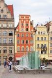 Marktplatz mit modernem Brunnen, Breslau, Polen Stockfotos