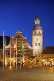 Marktplatz mit Rathaus und Rathaus ragen, Ettlingen, Ger hoch Stockbild